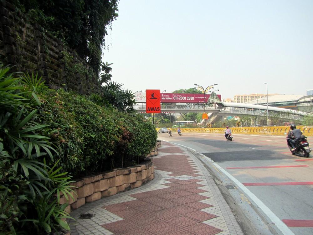 Kuala Lumpur walking roads