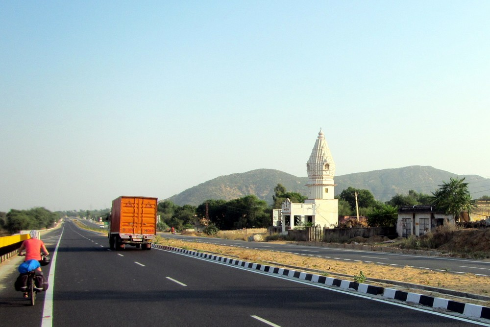 road to Jaipur India - Cycling Across India