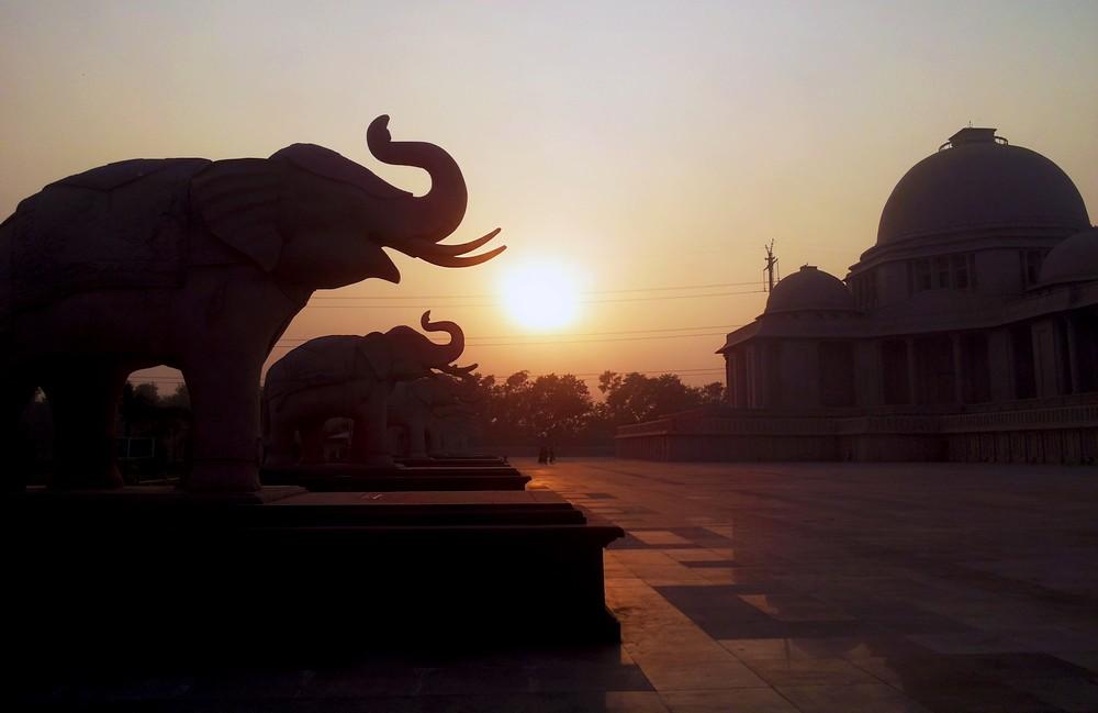 Gautam Buddha Park in Noida - Moving to India. Story of Agate