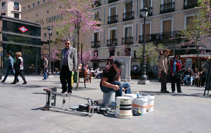 Street performers in Madrid, Spain