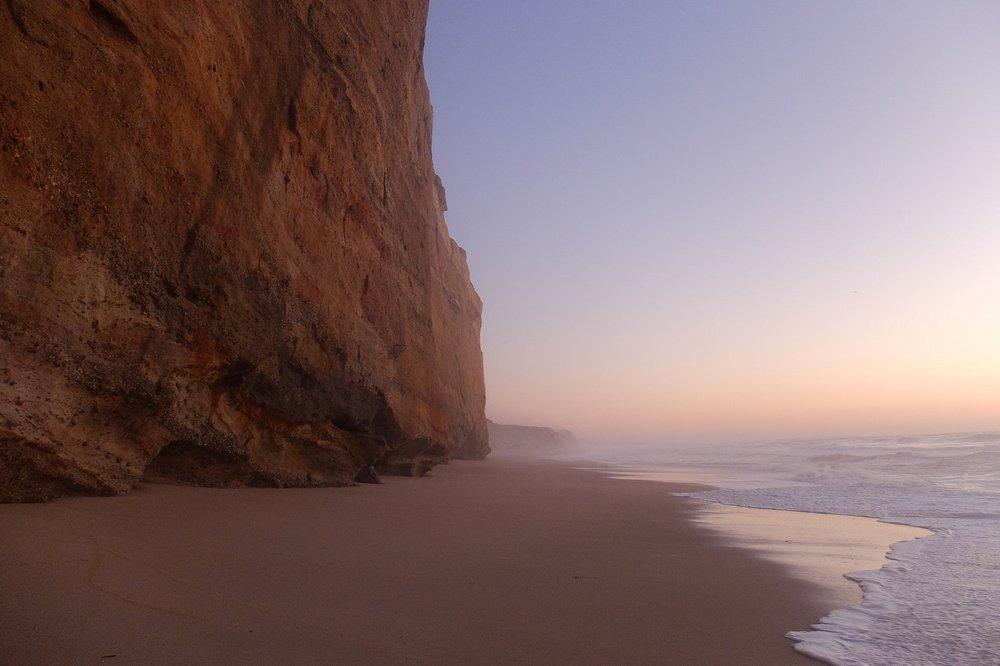 High tide on Praia do Bom Sucesso