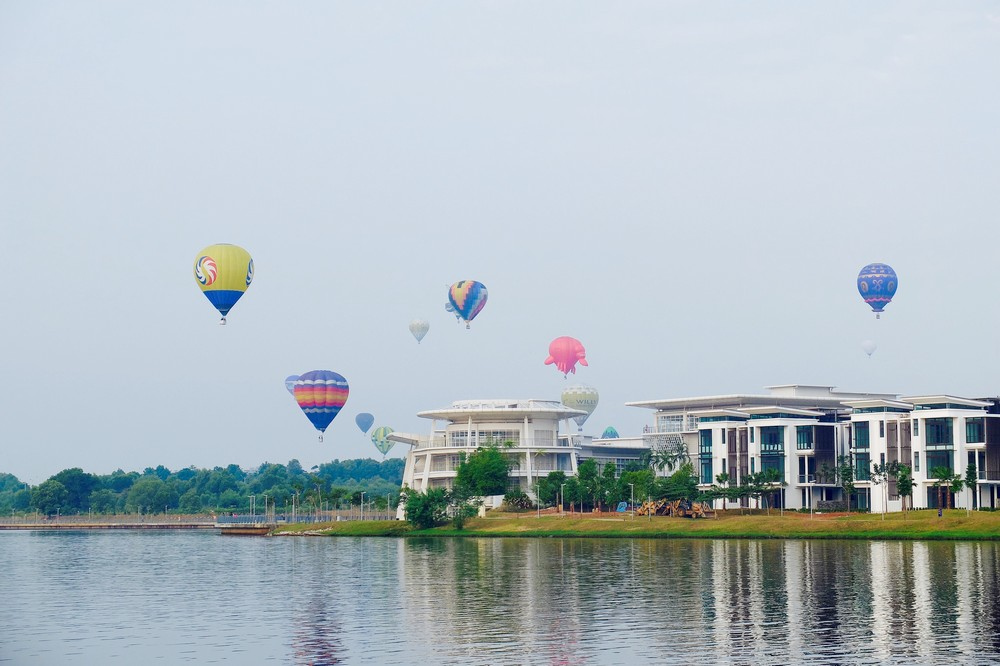Putrajaya lake, during Putrajaya International Hot Air Balloon Fiesta 2016 - What to do in Putrajaya?