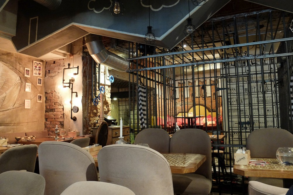 Prison themed restaurant in Moscow