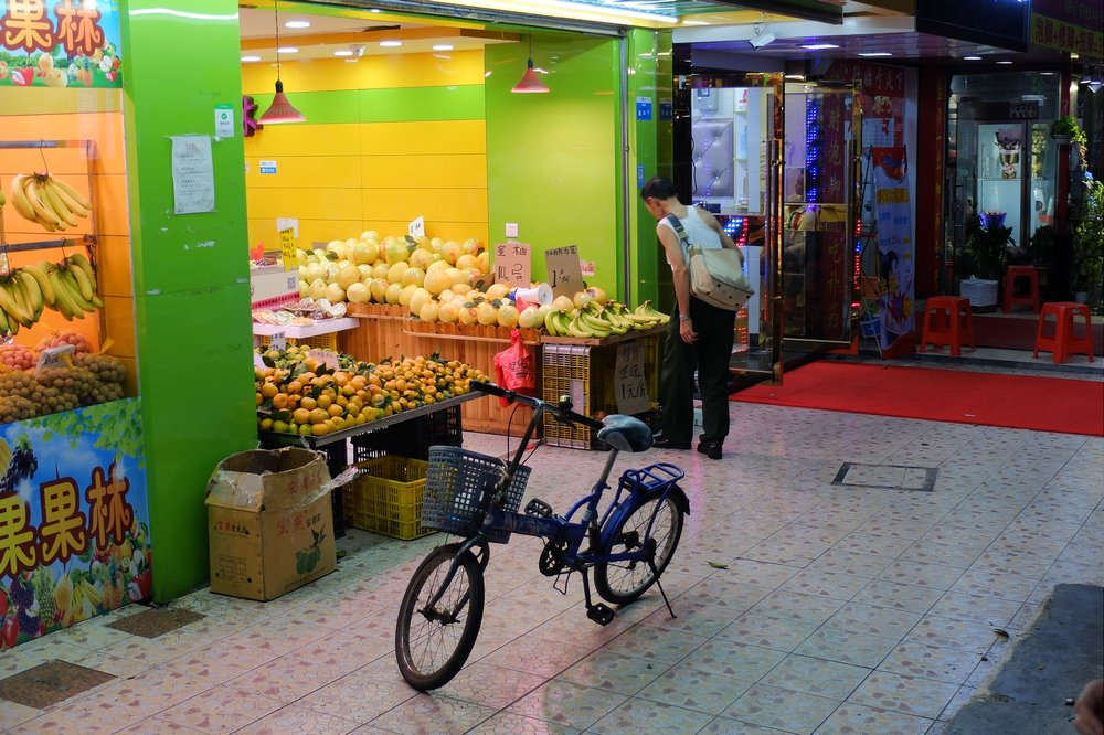 Man and his bicycle - Layover in Guanzhou