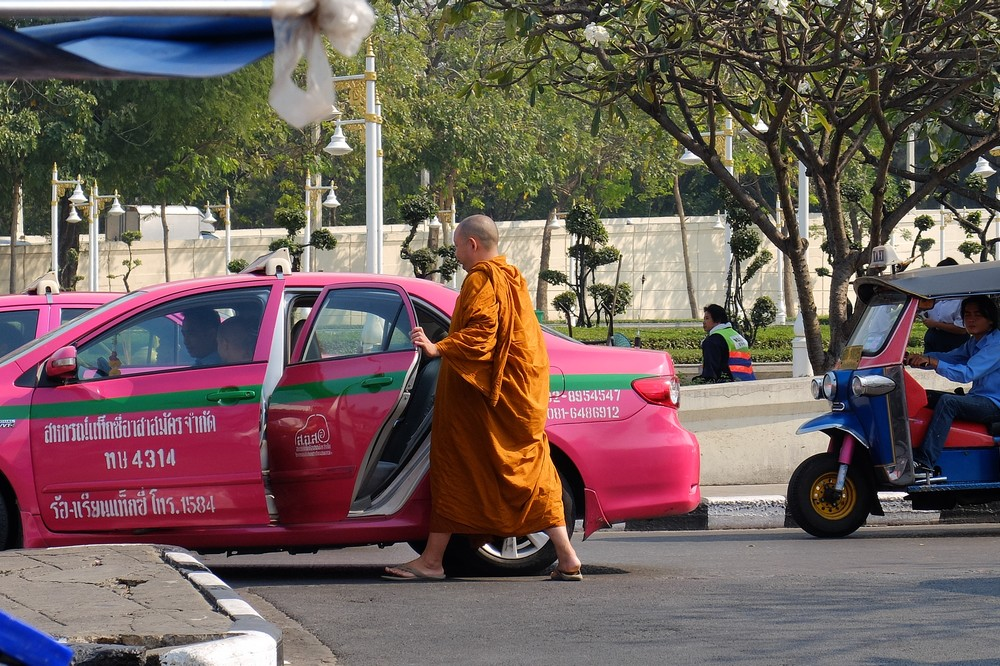 A monk getting into taxi - Bangkok - From Bangkok to Singapore in 2 Weeks