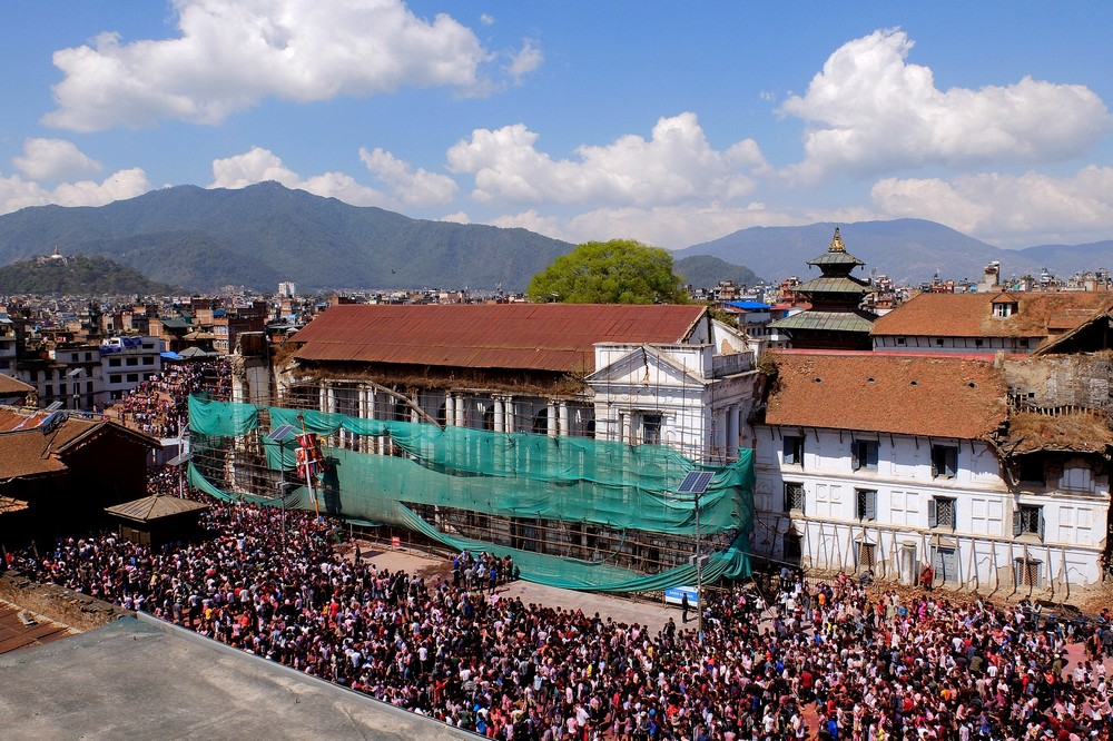 Crowd is getting bigger at Durbar square - Kathmandu - Holi in Nepal