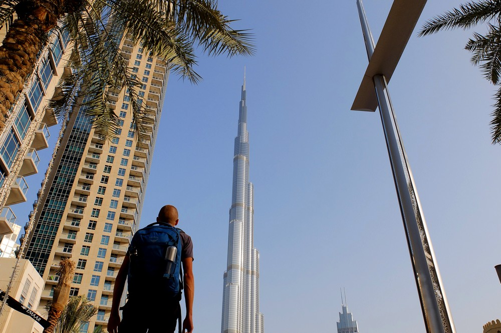 Kaspars in Dubai - Looking at Burj Khalifa