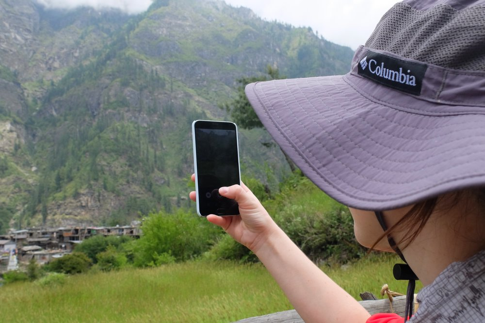 Una taking photo with Meizu MX5 - Annapurna Circuit Packing List