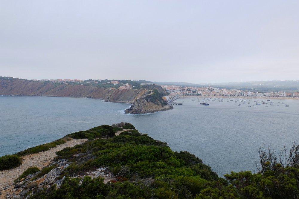 Bay to the right, Atlantic ocean to the left - Praia de Sao Martinho do Porto