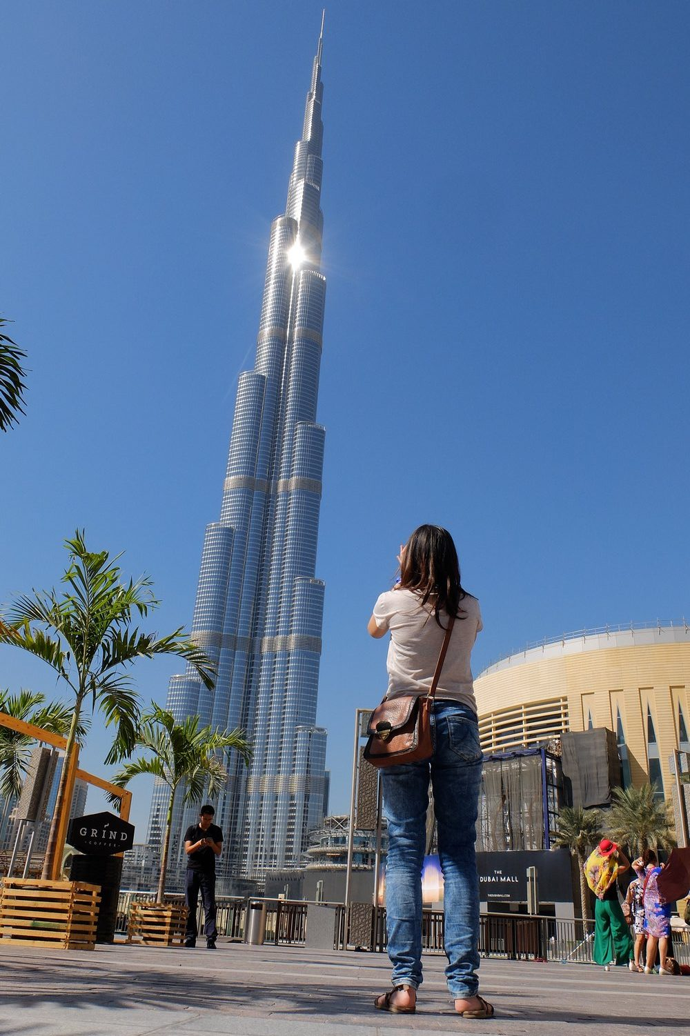 Taking a photo of Burj Khalifa - Stopover in Dubai