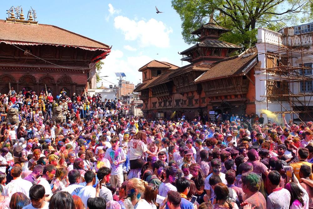 A crowd starts gathering - Kathmandu - Holi in Nepal