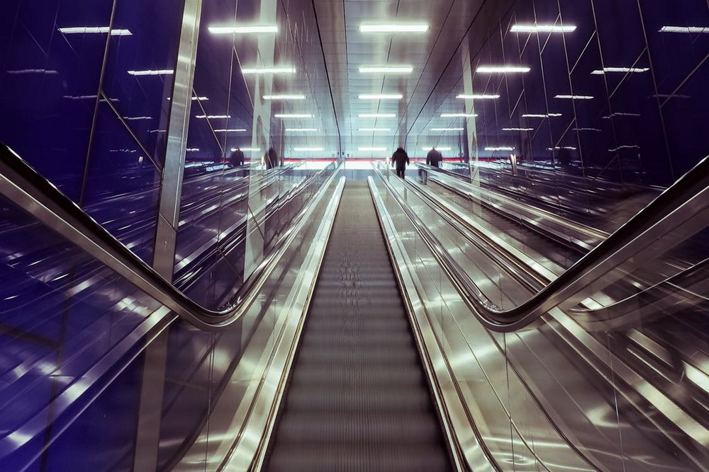 Airport escalator - Do I Need an Onward Ticket