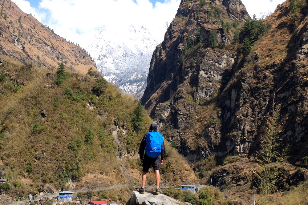 Hiking in Himalayas with Osprey Farpoint 40 backpack - Nepal