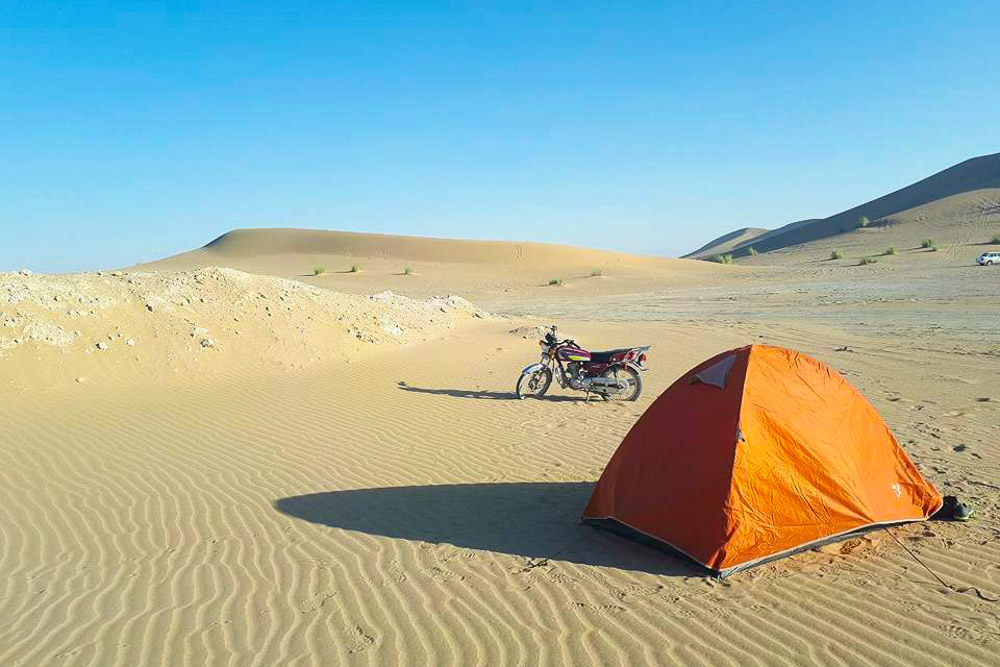 Camping in Varzaneh Desert, Iran