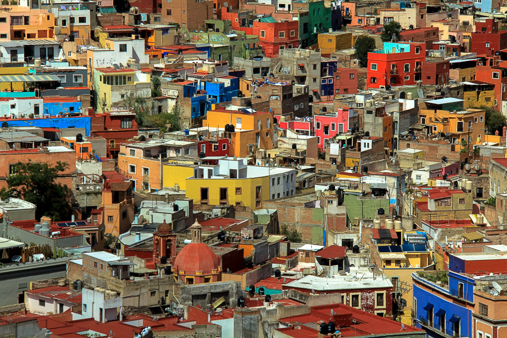 Colorful houses - Nomadic Traveler Ray Gudrups