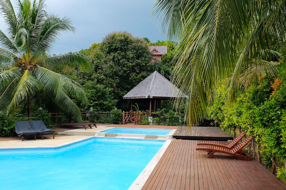 Resort pool - Best Travel Towels