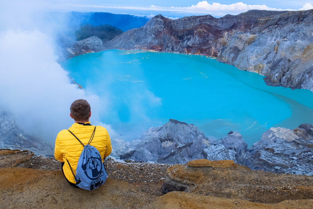 Sittong on the crater of mount Ijen in Java, Indonesia - Singapore - Java - Bali itinerary