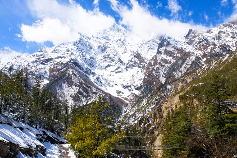 High mountains up close - Annapurna Circuit Photos