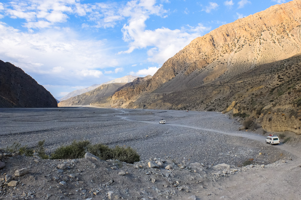 Vast plains on the way to Jomsom - Annapurna Circuit Photos