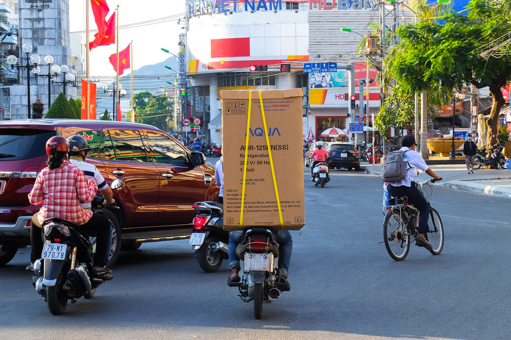 Transporting a fridge on a scooter - Vietnam Photo Story