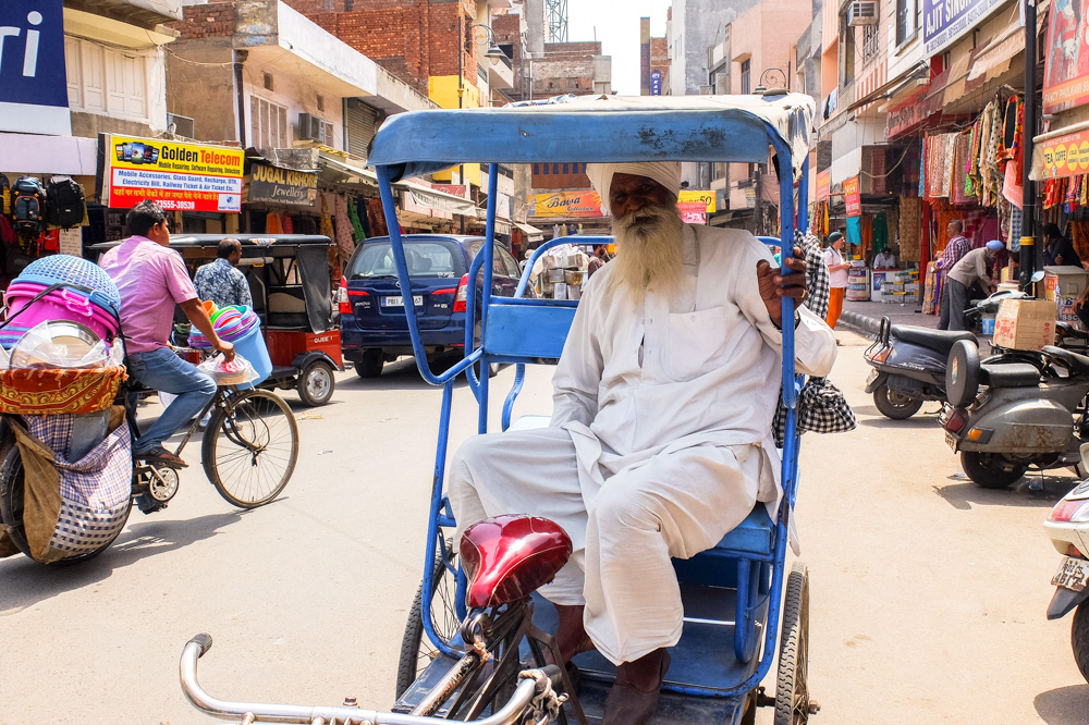 A bicycle rickshaw driver in Amritsar - 4 Weeks in India