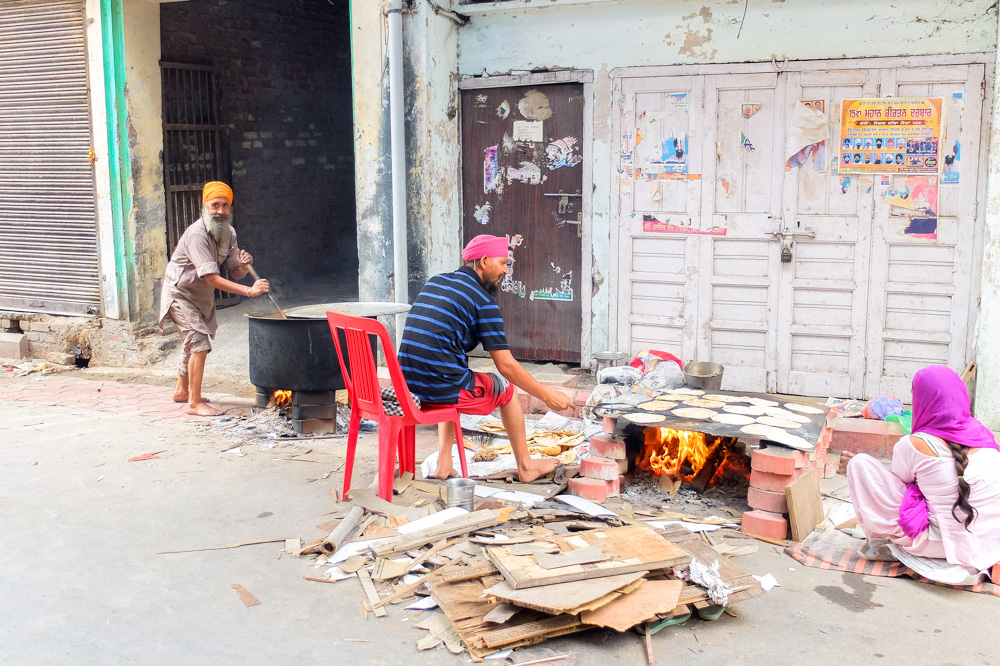 People cooking food on the streets of Amritsar - 4 Weeks in India