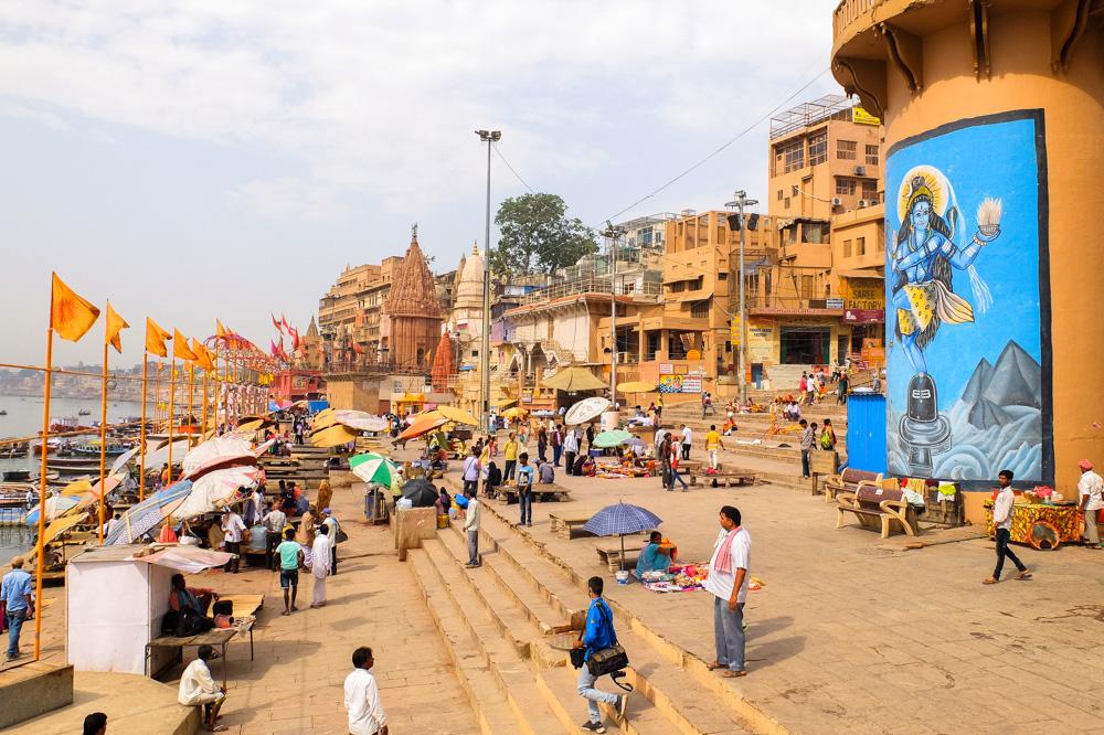 People on the ghat in Varanasi - 4 weeks in India