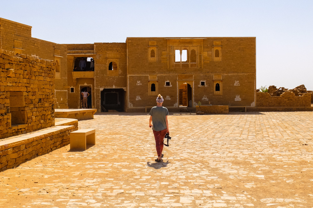 Abandoned buildings in the desert in India - Our Jaisalmer Desert Safari Experience