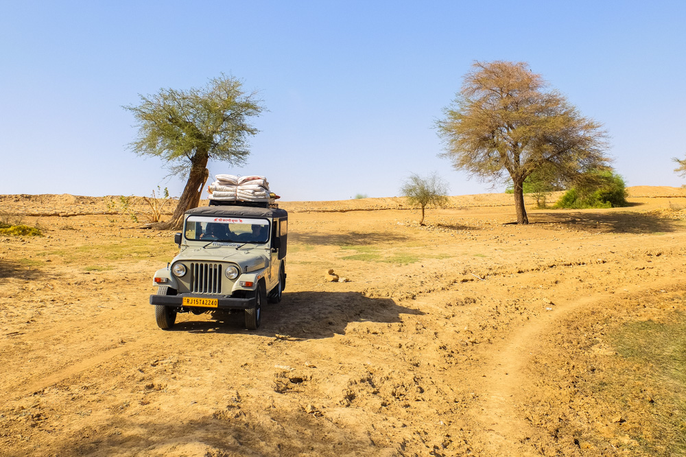Jeep in the plans near Jaisalmer, India - Our Jaisalmer Desert Safari Experience