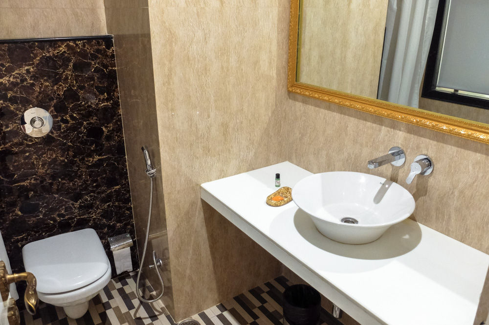 Toilet - Hotel Heritage Inn Review, Varanasi, India