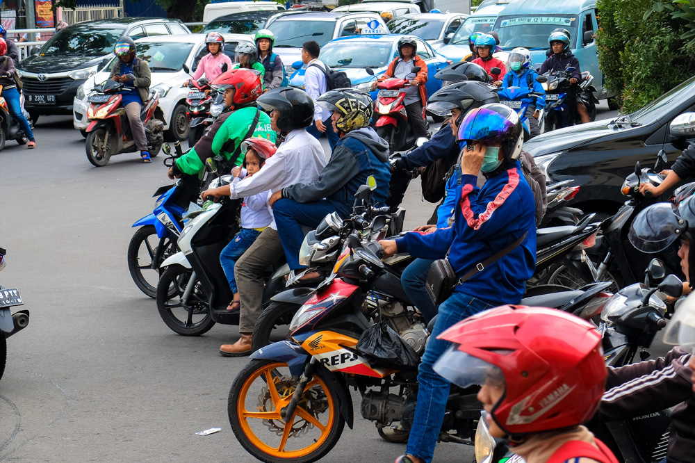Traffic in Jakarta is busy 18.51.57