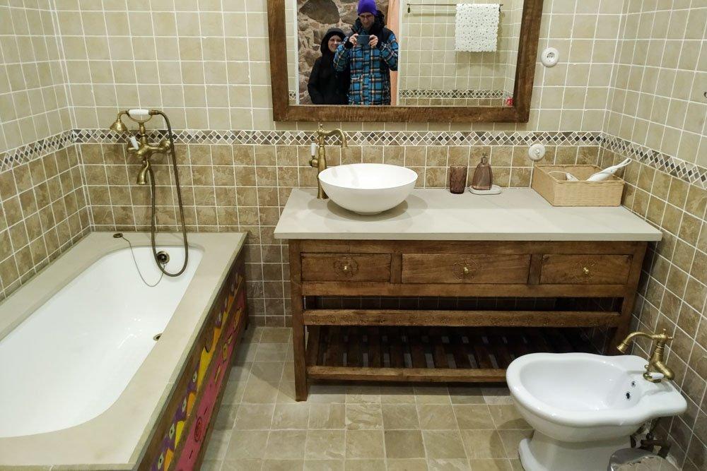 A room in Paliesius Manor - bathroom
